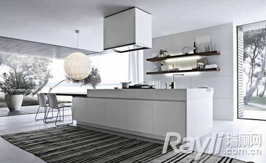 "Alea系列承袭""简约风格"",将厨房设备融入整体设计之中,展现无可比拟的功能性。"